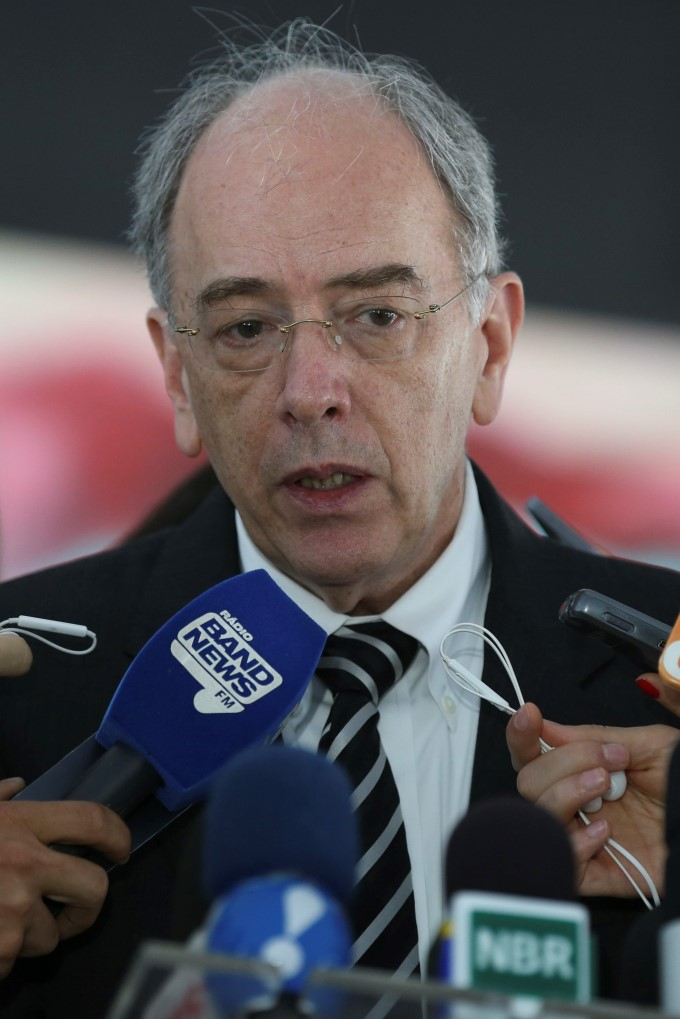 Preço da gasolina subiu por causa de impostos, diz presidente da Petrobras