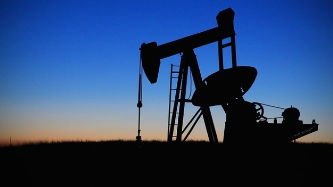 Barril do petróleo Brent opera em queda nesta segunda-feira (29)