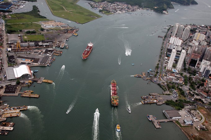 Porto de Santos quebra recordes de movimentação
